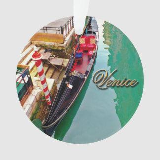 Venise, Italie (IT) - deux gondoles colorées