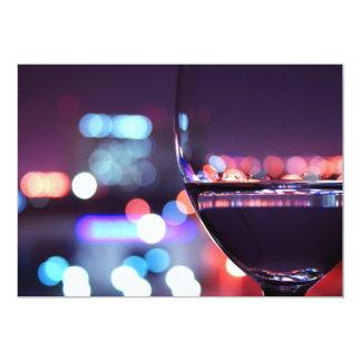 Verre de vin abstrait dans un arrangement carton d'invitation  12,7 cm x 17,78 cm