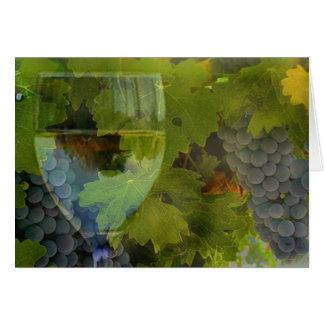 Verre de vin et anniversaire d'acclamations de carte de vœux