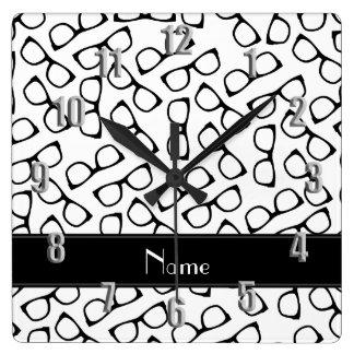 Verres noirs blancs nommés personnalisés horloge carrée