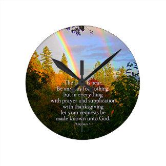 Vers chrétien de bible d'écriture sainte de forêt horloge ronde