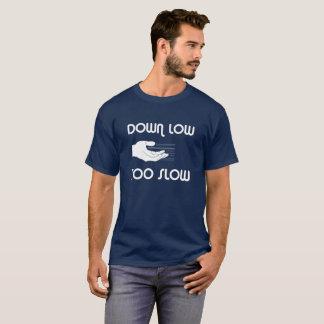 Vers le bas bas, T-shirt trop lent
