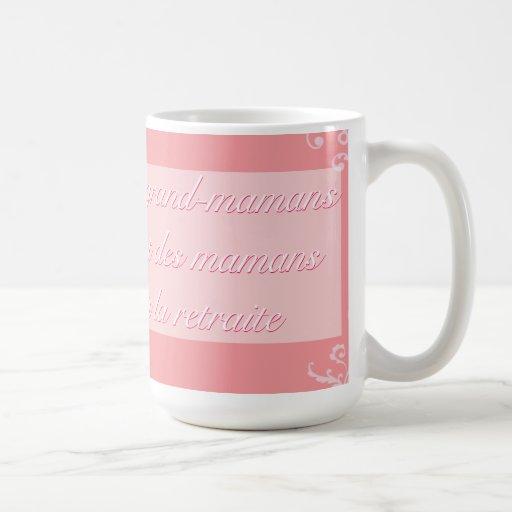 Versez les les grands-mamans tasse à café