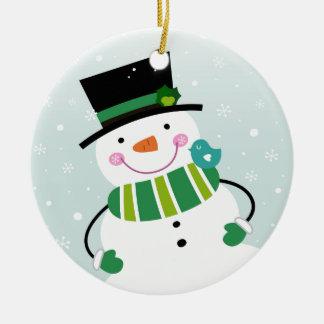 Vert blanc de petit bonhomme de neige mignon ornement rond en céramique