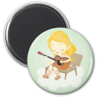 Vert de fille de guitare magnet rond 8 cm