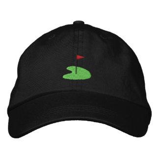Vert de golf avec le drapeau chapeaux brodés