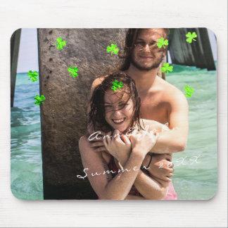Vert de trèfle de confettis de voyage de nom de tapis de souris