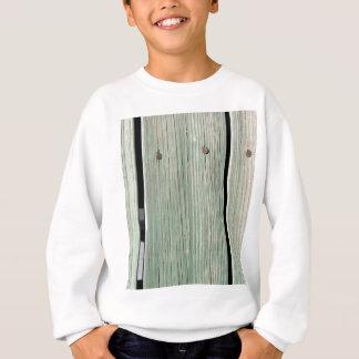 Vert et passage couvert en bois de planche de sweatshirt
