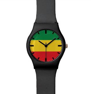 Vert, or (jaune) et drapeau de couleurs rouges montres