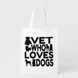 Vétérinaire qui aime des chiens cabas épicerie