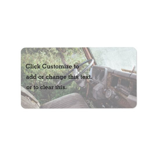 Vieil orienté, vue de l'intérieur de camion avec étiquette d'adresse