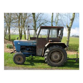 Vieille carte postale de tracteur