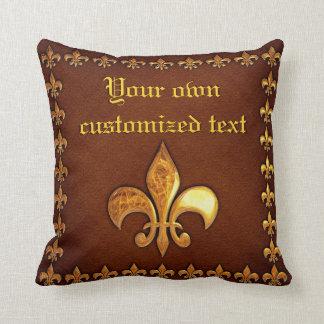 Vieille couverture en cuir avec Fleur-De-Lys d'or Coussin Décoratif