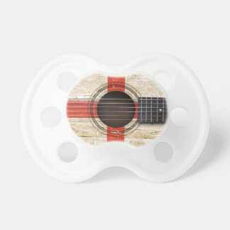 Vieille guitare acoustique avec le drapeau anglais tétines pour bébé
