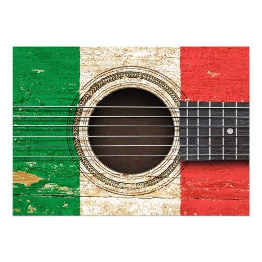 Vieille guitare acoustique avec le drapeau italien cartons d'invitation personnalisés