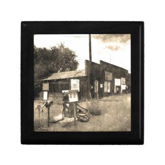 Vieille station service vintage petite boîte à bijoux carrée