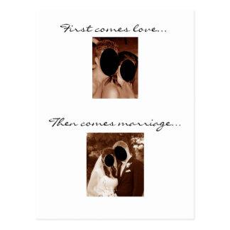 Vient d'abord l'amour… Nous avons un bébé ! Carte Postale