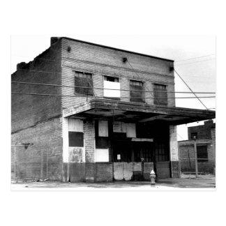 Vieux bâtiment d'abandon carte postale