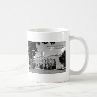 Vieux bâtiment de capitol - Milledgeville, la Mug Blanc