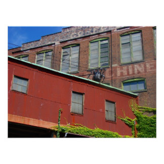 Vieux bâtiment industriel d'entrepôt posters