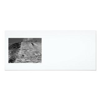 Vieux bâtiment. Mur en pierre et ciel Carton D'invitation 10,16 Cm X 23,49 Cm