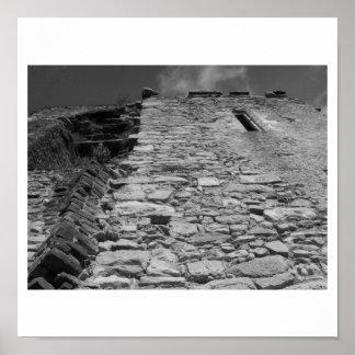 Vieux bâtiment Mur en pierre et ciel Affiches