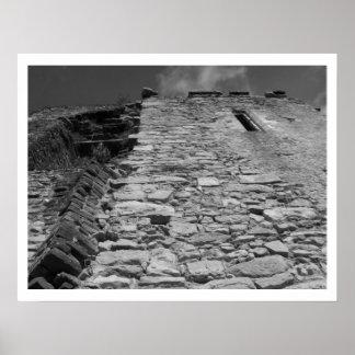Vieux bâtiment Mur en pierre et ciel Posters