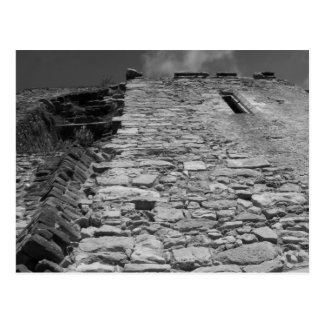 Vieux bâtiment. Mur en pierre grand Cartes Postales