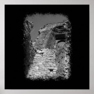 Vieux bâtiment Murs en pierre avec la fenêtre Posters
