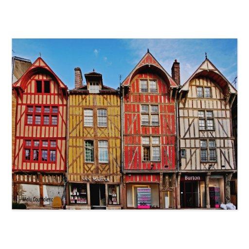 Vieux bâtiments en carte postale de Troyes France