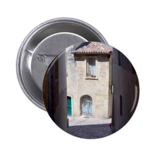 Vieux bouton de bâtiments de rue européenne badge