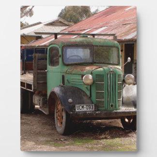 Vieux camion vert plaque photo