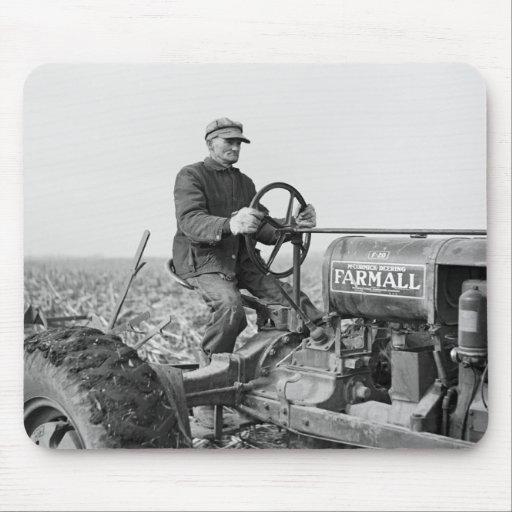 Vieux tracteur de confiance les ann es 1930 tapis de for Surface minimum bureau code du travail