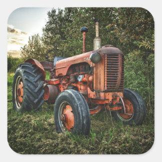 Vieux tracteur rouge vintage sticker carré