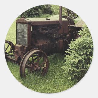 Vieux tracteur rouillé autocollants ronds