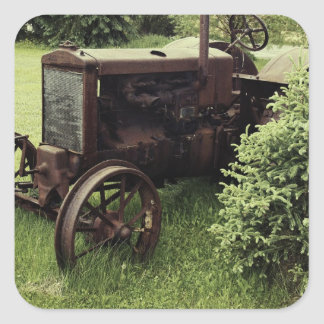 Vieux tracteur rouillé sticker carré