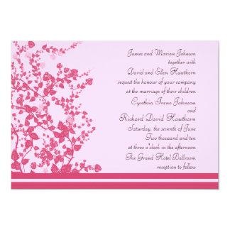 Vignes roses romantiques épousant des invitations