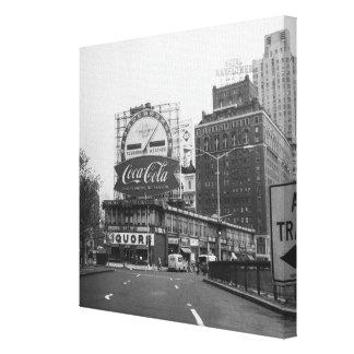 Ville américaine avec les panneaux-réclame toiles