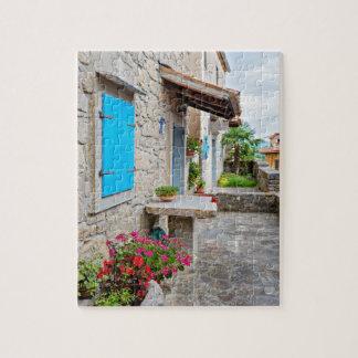 Ville de vieille vue pavée en cailloutis de rue de puzzle