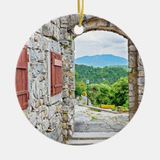 Ville de vue de porte et de rue de pierre de ornement rond en céramique