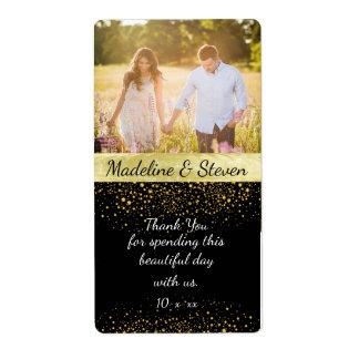 Vin de mariage, confettis d'or, photo faite sur étiquette d'expédition