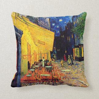 Vincent van Gogh - terrasse de café aux beaux-arts Oreiller