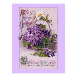 Violettes dans l'anniversaire de cru de panier cartes postales