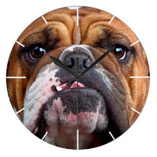 Visage anglais de bouledogue mauvais grande horloge ronde