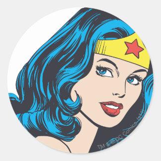 Visage de femme de merveille sticker rond