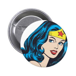 Visage de femme de merveille badge avec épingle