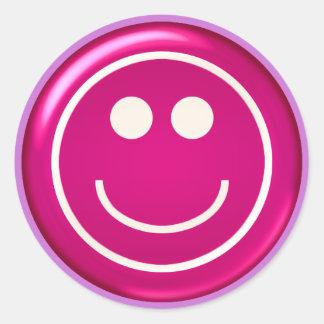 Visage heureux brillant rose sticker rond