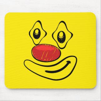 Visage maladroit de smiley de jaune de clown tapis de souris