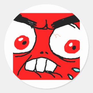 Visage rouge fâché de rage adhésifs ronds
