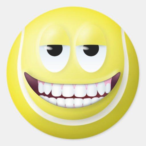 Visage souriant 2 de balle de tennis autocollants ronds